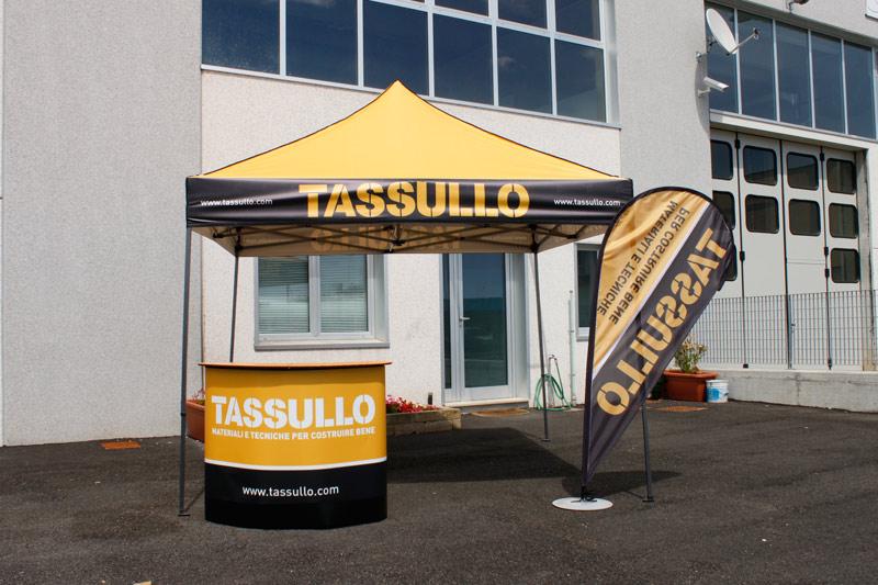 Gazebo 3x3 metri con stampa tetto full print banchetto e bandiera a goccia